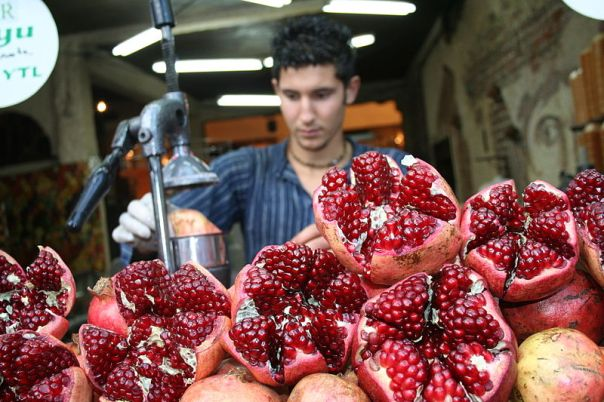 pomegranate_juicemaking